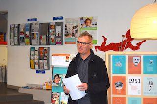 Elvis Peeters spreekt publiek toe in Ukkel